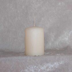 lille bloklys råhvid stearinlys 4 x 6 centimeter