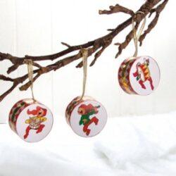 trommer til juletræet med Bramming nisser