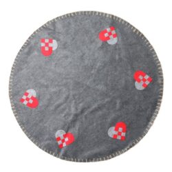 grå filt juletræstæppe med flettede julehjerter diameter 1 meter