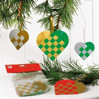 12 styk færdige flethjerter i farvet glanspapir som juletræspynt