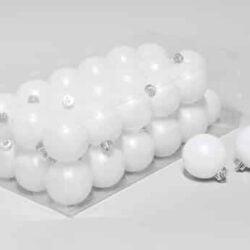 36 stk. matte hvide plastik julekugler til juletræ og julepynt ligner snekugler