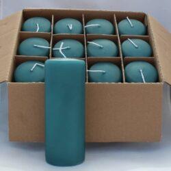 kasse med 12 stk. turkis stearinlys med glat overflade på tilbud