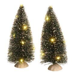 små grønne juletræer med lyskæde med hvidt lys