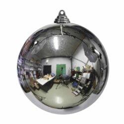 stor julekugle i plastik diameter 25 centimeter blank sølv overflade