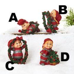 Babynisse figur som nissepige ved juletræ