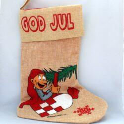 julesok i hessian med bramming nisse der sidder i et julehjerte