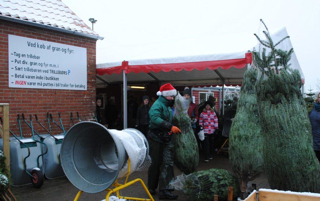 Netz von Weihnachtsbäumen auf alttiljul.dk