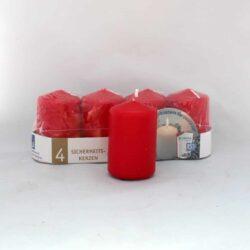 pakke med 4 røde stearinlys 5 x 8 cm.