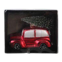 julekugle figur som rød gammeldags bil med juletræ på taget