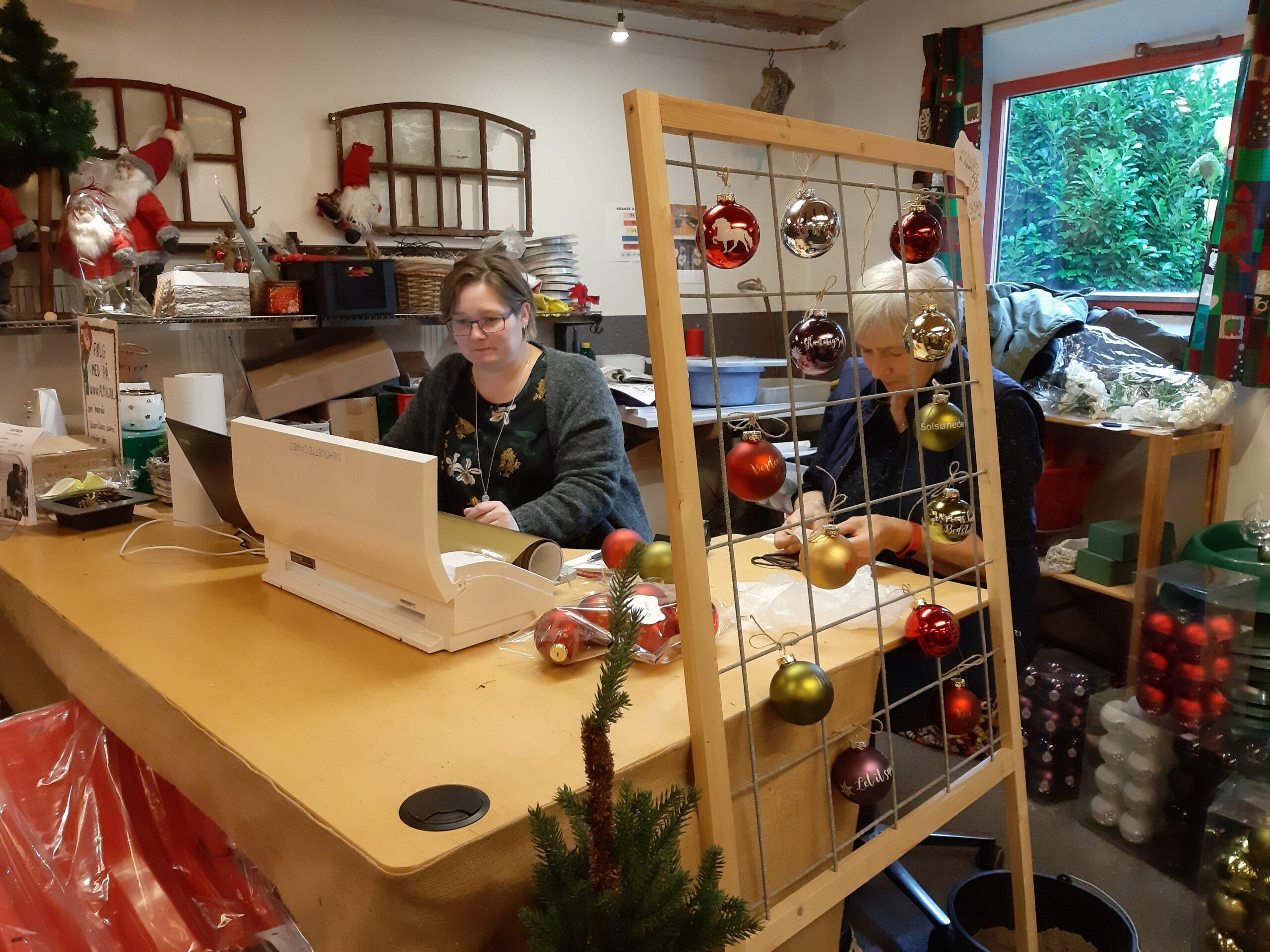 julekugler med tekst fra øster skovgård