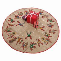 tæppe til under juletræet i hessian stof med påtrykte bramming nisser